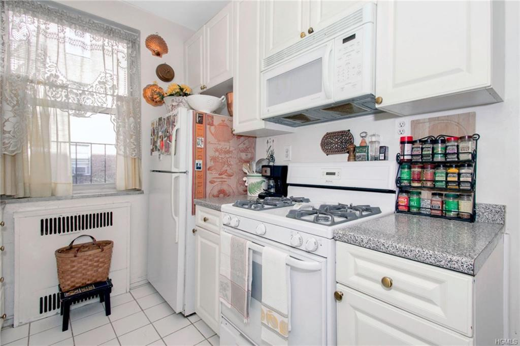 1 Bronxville Road Unit 2P Bronxville, NY 10708 - MLS #: 4831934